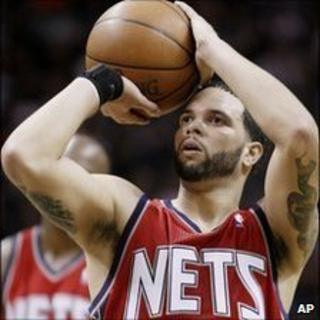 New Jersey Nets' Deron Williams shoots a free throw