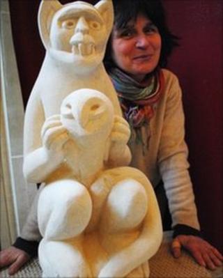 Jitka Palmer and carving