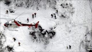 Rescuers search mountainside (26 Mar 2011)