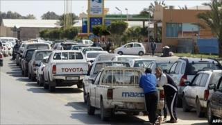 People queue outside a petrol station in Tripoli. Photo: 25 March 2011