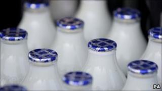 Milk bottles (generic)
