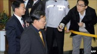 Yoon Yong-Geun (L), head of the North Korean delegation, walks past a South Korean journalist - Munsan in Paju on March 29, 2011