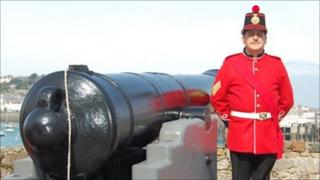 Noonday cannon at Castle Cornet and Shaun Marsh in replica militia uniform