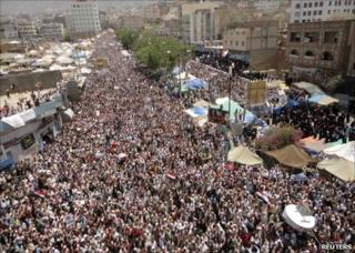 Demonstrators march through the Yemeni city of Taiz, 1 April