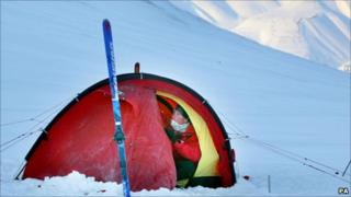 Prince Harry sets up tent