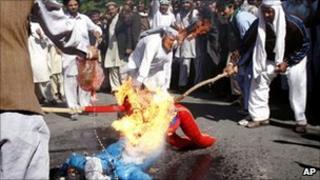 Afghan protesters burning an effigy of US President Barack Obama