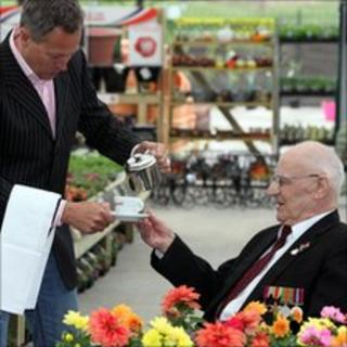 Nick Nairn serving tea to a veteran at the Erskine Garden Centre