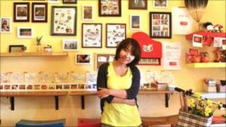 Xiaoche Miao in her dessert shop