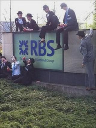 Protesters at RBS in Gogarburn (Pic: John Easton)