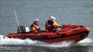 Tynemouth RNLI inshore lifeboat returns from the rescue