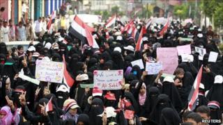 Women march in Taiz, 14 April