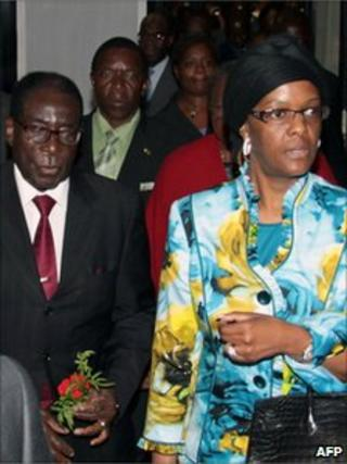 Zimbabwean President Robert Mugabe (left) arrives at Rome's Fiumicino airport with his wife Grace, 30 April