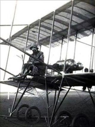 Giulio Gavotti on a Farman biplane in 1910. He flew his first air raid with an Etrich Taube aircraft in 1911 (photo courtesy of Paolo de Vecchi)