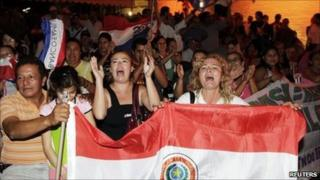 Paraguayans cheers as the Brazilian Senate approves the increase in electricity payments