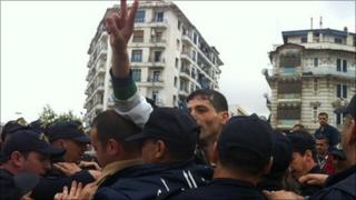Police scuffle with protesters in Algiers