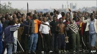 A crowd, armed with clubs, machetes and axes goes on a rampage in the Ramaphosa settlement in Johannesburg in 2008