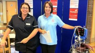 Cardiac nurses Lisa Anderson and Lee-Anne Penn ready for the pulse checks
