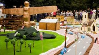 The Angel of the North made from cake