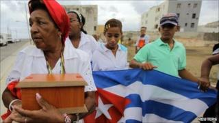Reina Luisa Tamayo carries a box containing the ashes of her son Orlando Zapata Tamayo in Havana, 8 June 2011