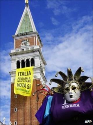 Yes vote poster on Campanile in St Marks Square, Venice - 10 June