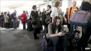 Passengers at Perth domestic airport, Australia (15 June 2011)