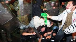 Riot police clash with demonstrators who oppose a project to build several dams in Chilean Patagonia, Santiago (13 May 2011)