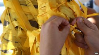 Yellow ribbons for Gilad Shalit outside Israeli PM Netanyahu's house (24 June 2011)