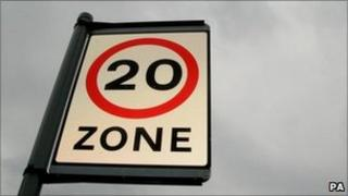 Speed sign: 20mph