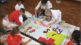 Children in Lewsey painting murals