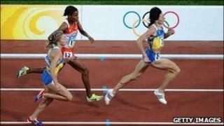 Ukraine's Iryna Lishchynska runs ahead of Bahrain's Maryam Jamal (C) and fellow countrywoman Nataliya Tobias during the women's 1500m final at the National stadium in Beijing in 2008