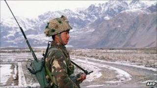 An Indian army soldier at Siachen glacier (File photo)