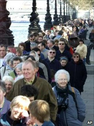 Queues to pay respects to the late Queen Mother