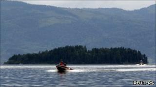 Rescue personnel search for missing people in Lake Tyrifjorden, 24 July