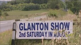 Glanton Show sign