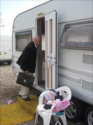 Grattan Puxon visiting a caravan