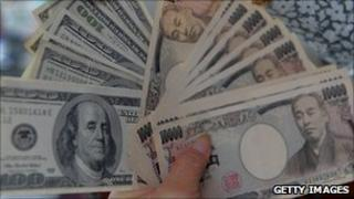 Yen and dollar notes