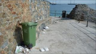 Litter at La Vallette Bathing Pools