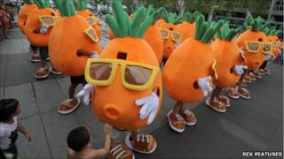Pang Kun and friends dressed as carrots in Qindao, 6 August