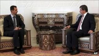 Bashar al-Assad meets Ahmet Davutoglu in Damascus (9 August 2011)