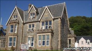 Oban Youth Hostel Copyright Gordon McKinlay, reused under Creative Commons Licence.