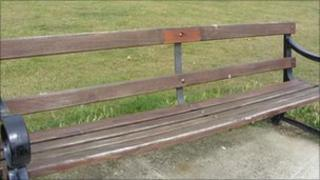 Bench in Clacton without its memorial plaque