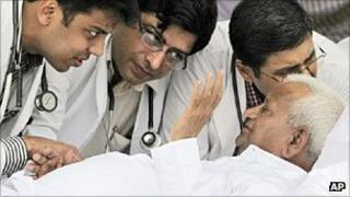 Anna Hazare being examined by doctors on 22 August 2011