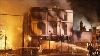 Images Riot-hit Reeves furniture store in Croydon resumes trading - BBC News 2