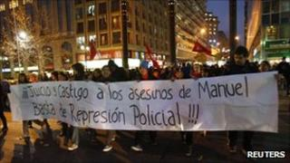 Students calling for the punishment of those who killed a teenager shot during anti-government protests (Santiago, 26 Aug 2011)