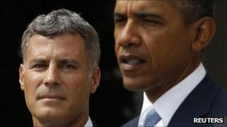 Alan Krueger standing next to Obama during the news conference announcing his appointment on 29 August 2011