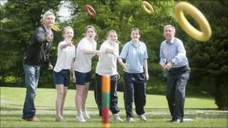 Jonathan Edwards (l), David Moorcroft (r) and students play quoits