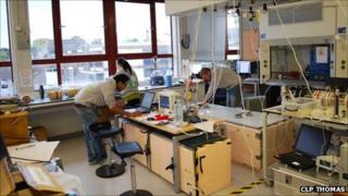 """Trapped human experiment"" setup (CLP Thomas)"