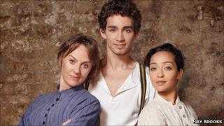 Robert Sheehan as Christy Mahon, with Niamh Cusack as Widow Quin (l) and Ruth Negga as Pegeen Mike (r)