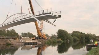Bridge being put in place in Shardlow