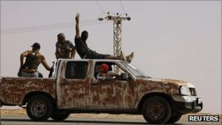 Anti-Gaddafi fighters near Bani Walid, 19 September 2011
